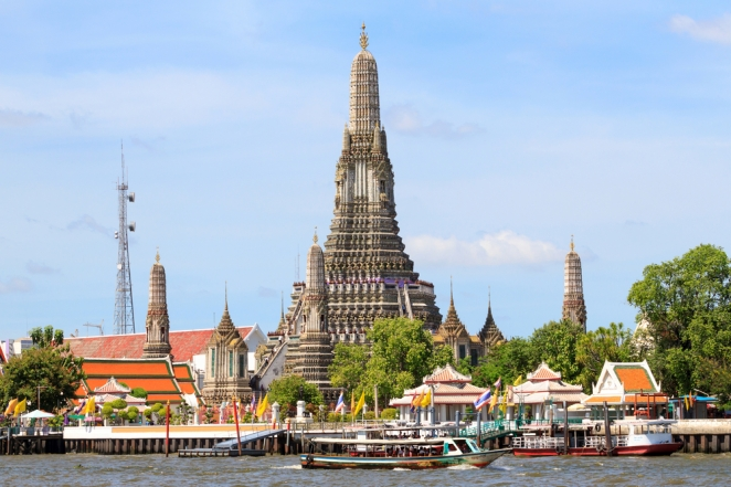Wat Arun - Sombat Muycheen/Shutterstock